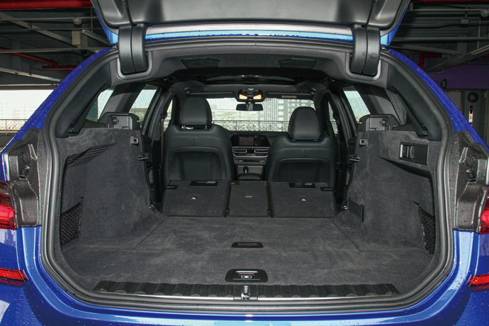 後座支援4/2/4分離傾倒,能將行李廂空間擴充至1510公升之多。