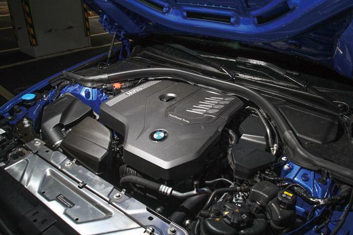 搭載2.0升直列四缸渦輪增壓引擎,可輸出最大動力258hp/40.8kgm。
