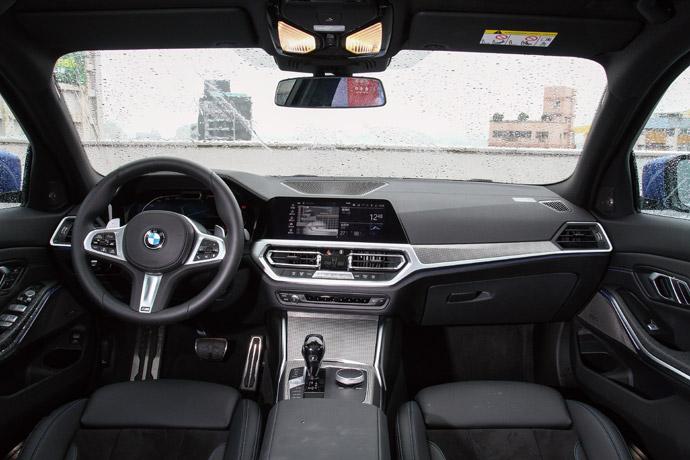 內裝多達17種顏色搭配供選擇,座艙飾板也多達8種,讓車主打造出個人特色。