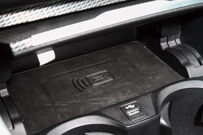 手機無線充電面板為330i Touring M Sport標準配備。