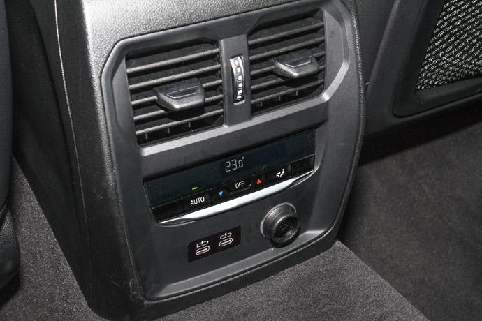 豪華型三區恆溫空調使後座能獨立調整空調系統。