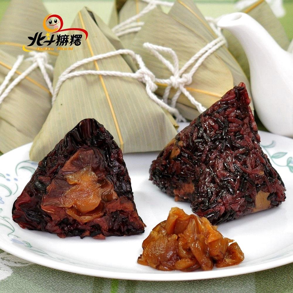 這款紫米桂圓紅豆粽,外層是扎實的養生紫米充滿香氣,裡面則是有著清甜果香的桂圓肉以及綿密的紅豆內餡,一打開香氣撲鼻而來