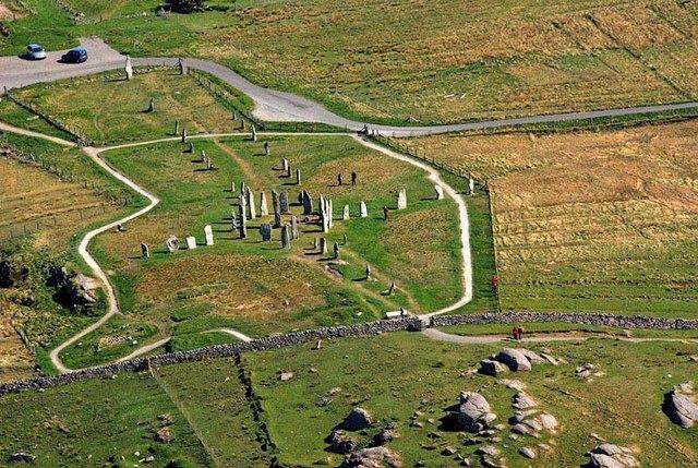 卡拉尼什石陣 (Photo by Stephen Branley / Calanais Stones / CC BY-SA 2.0, 圖片來源www.geograph.org.uk/photo/1236575)