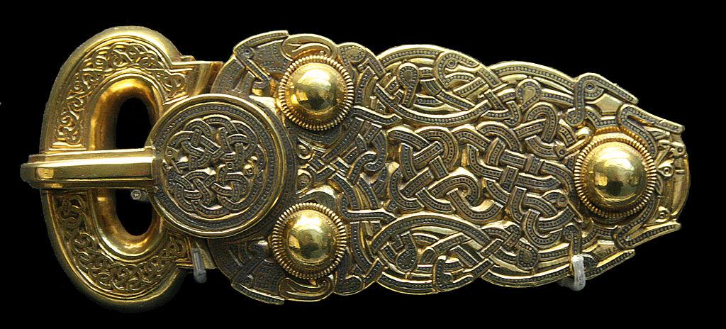 薩頓胡出土的大金扣 (Photo by Michel wal, License: CC BY-SA 3.0, Wikimedia Commons提供)