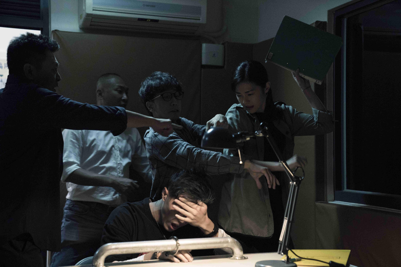 任容萱於《驚夢49天》中飾演刑警毒打性侵犯