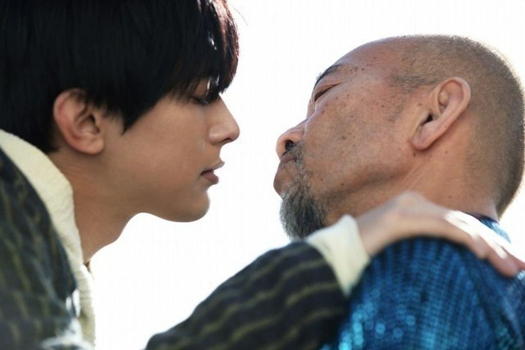 「國寶級美男」吉澤亮竟為歐吉桑心動不已!