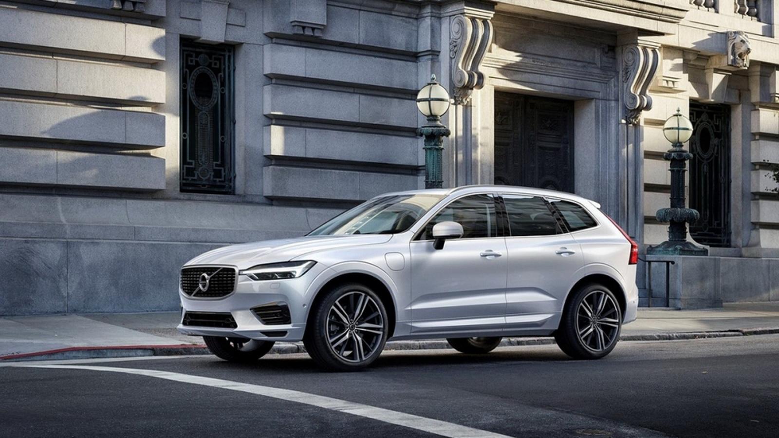 圖/2020 Volvo XC60 D4 Momentum設計上導入「雷神之鎚」概念,車身充滿力量感的鈑件折線,造就低重心的視覺感受。