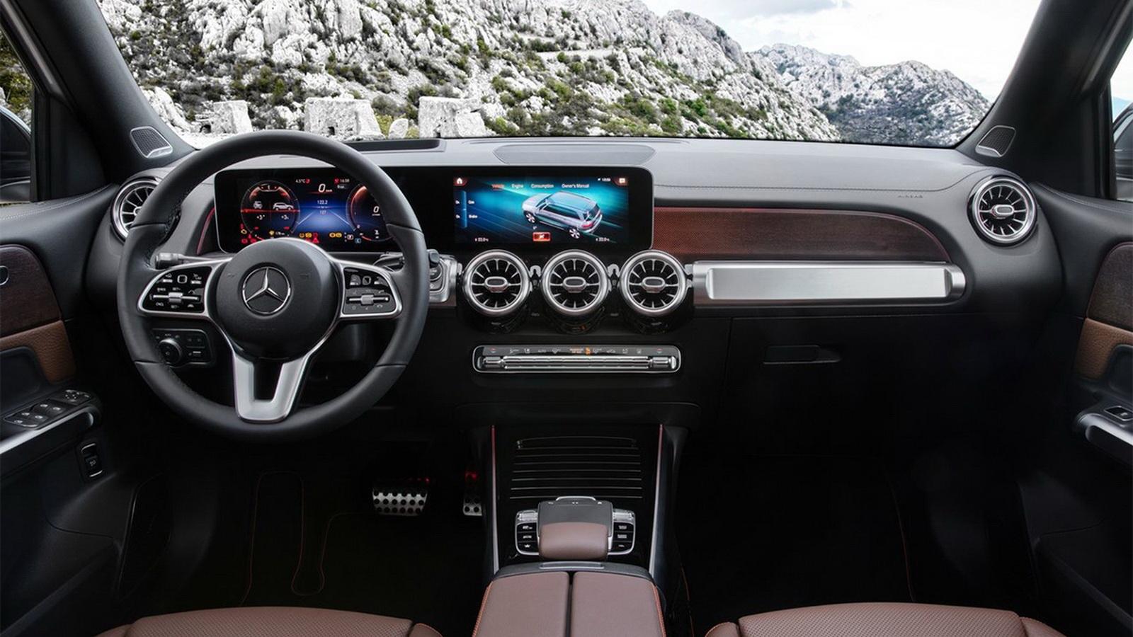 圖/2020 M-Benz GLB 200d擁有寬大的座艙,座艙內採用大量的金屬元素,彰顯出強烈的硬派氣息。