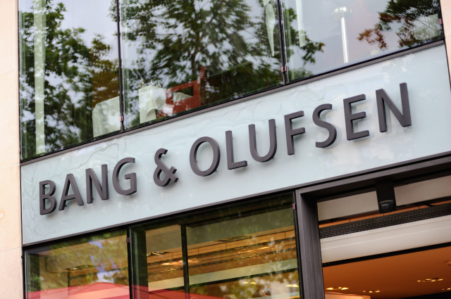 PARIS - JULY 13: Bang & Olufsen store on Champs Élysées in Paris,  July 13, 2012.  Bang & Olufsen develops and produces high quality and high end audio devices such as acoustic speakers, tv sets and exclusive telephones.