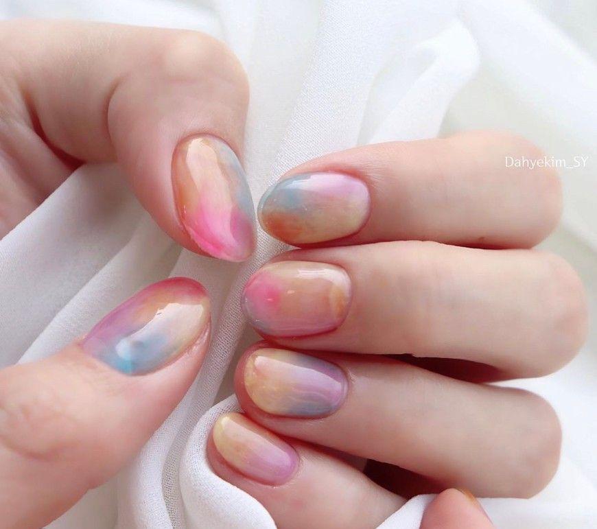半透明的漸層也能讓光療壽命再延長,就算指甲長出來也不會太明顯