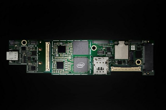 """Photo of Intel """"Lake field"""" official announcement. Hybrid SoC with 3D stacking technology-Engadget Japan"""