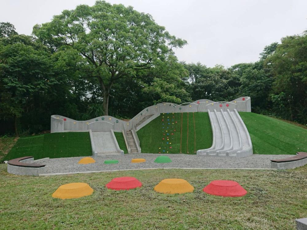 遺址公園內的多種溜滑梯。(photo by 新北市文化局 ,圖片來源)