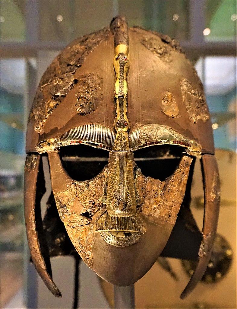 薩頓胡頭盔 (Photo by Joyofmuseums, License: CC BY-SA 4.0, Wikimedia Commons提供)