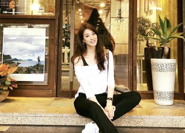 ▲高挑有型的女星倪雅倫,平時也常常使用網購方式購物。