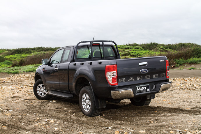 Ranger更擁有800mm涉水深度與232mm離地高度的清晰視野,可輕鬆應付險峻的地形挑戰,越野能力方面,Ford職人型也有23度進場角、19度穿越角與21度離場角,在面對陡峭坡路時也能從容應對。