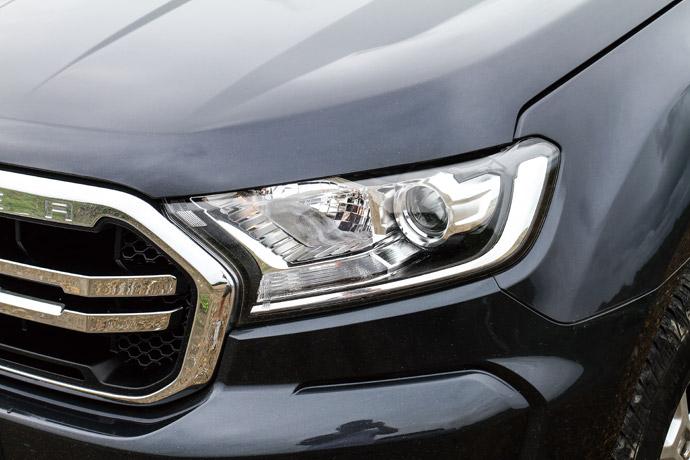 頭燈組配置魚眼設定,燈泡則是採用鹵素規格。