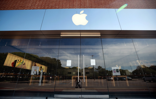 FORT WORTH, TEXAS - MAY 01:  A view of the closed Apple University Park Village store on May 01, 2020 in Fort Worth, Texas. Simon Property Group, which owns University Park Village, plans to start reopening 49 malls and outlet centers amid the coronavirus (COVID-19) pandemic as states relax stay at home orders. (Photo by Tom Pennington/Getty Images)