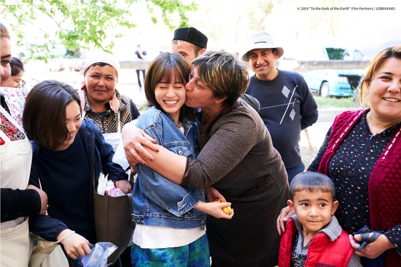 《在世界盡頭開始旅行》AKB48創始團員前田敦子遠赴歐洲烏茲別克拍攝