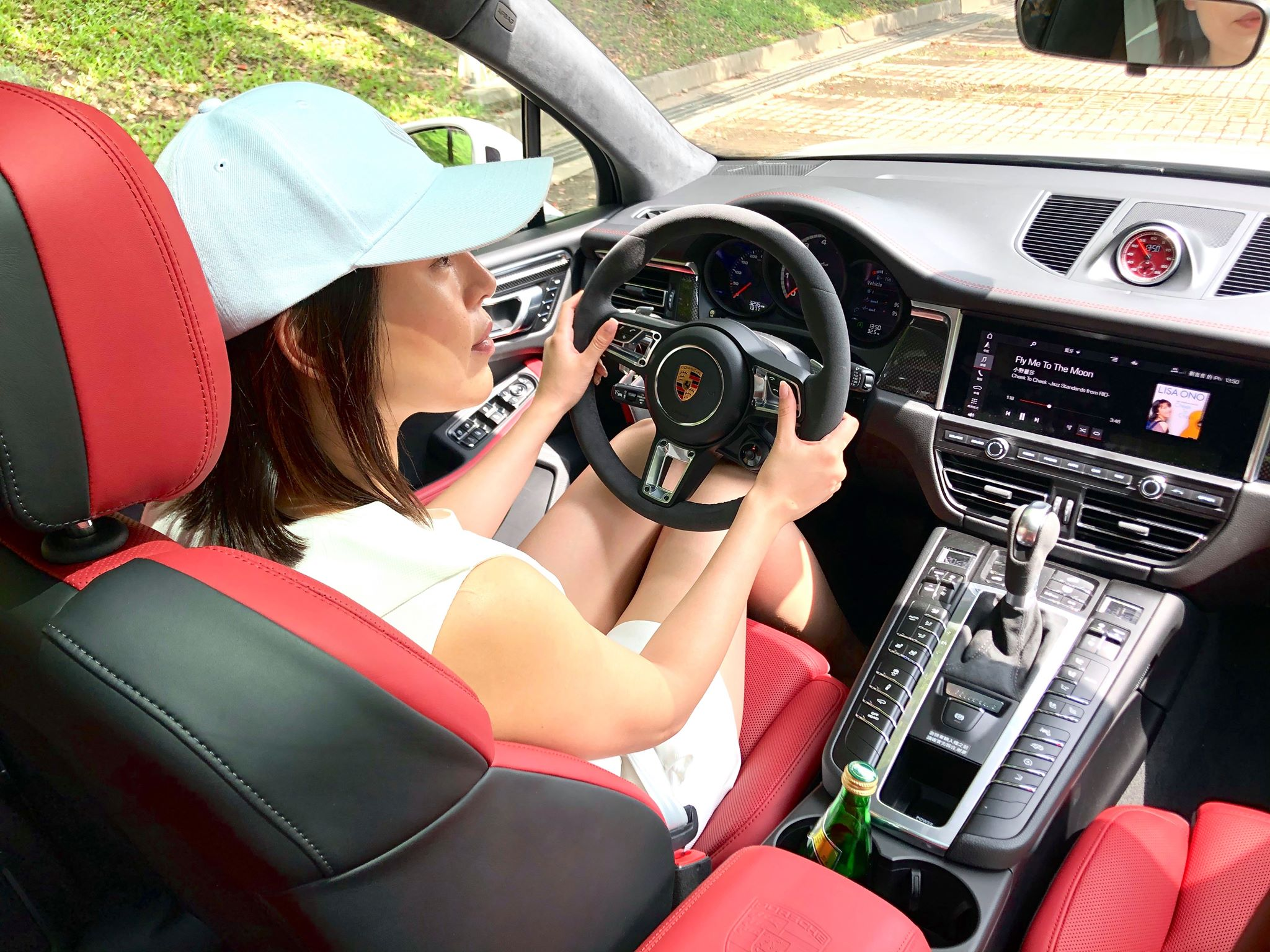 【明星愛聊車】劉品言選擇Porsche Macan turbo因加速性能及大空間 開車曾遇前方人孔蓋炸飛超驚險!