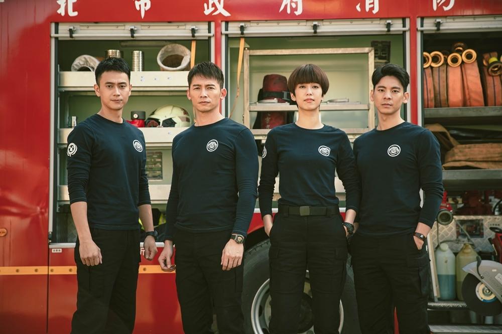 由温昇豪、陈庭妮、林柏宏、刘冠廷领衔主演的消防职人剧《火神的眼泪》,同样含金量超高!