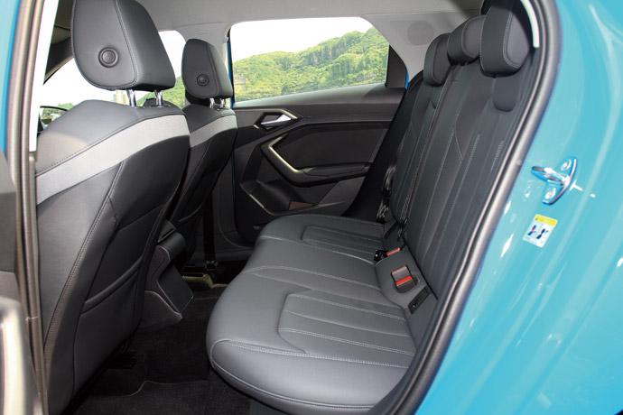 後座空間在小車中表現算是上乘。