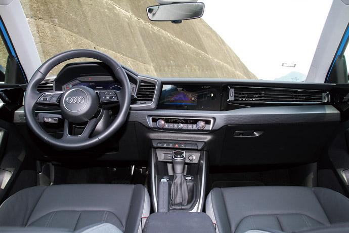 車室改採俐落線條的設計,帶來精練動感的氛圍。