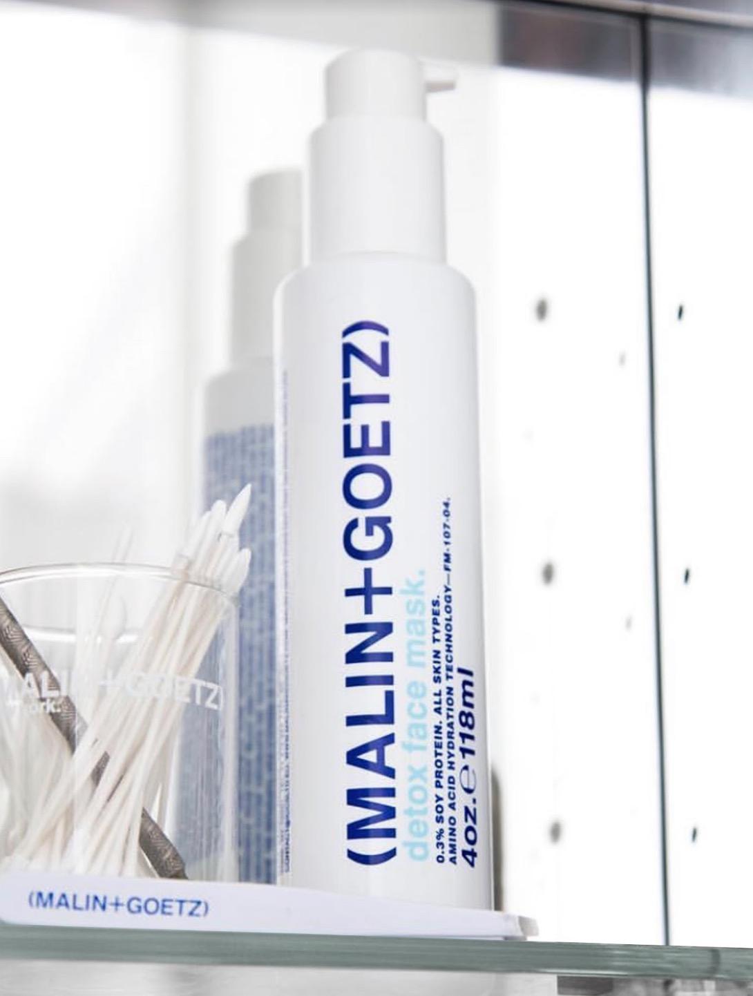 懶人快速保養首選,也可做為急救型面膜使用。高科技白色泡泡在吸附毛孔髒污的同時,還能釋放保養成份,提升肌膚保水度。含創新的潔面成份,清潔毛孔,並有效去除污垢、油脂和彩妝。保養前使用,可取代洗面乳步驟,5分鐘即可打造清新明亮的好氣色。