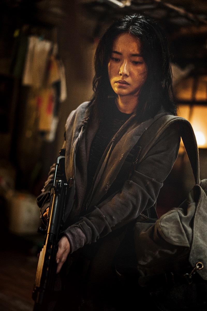 姜棟元劇中與影后李貞賢將設法帶眾人逃出活屍浩劫