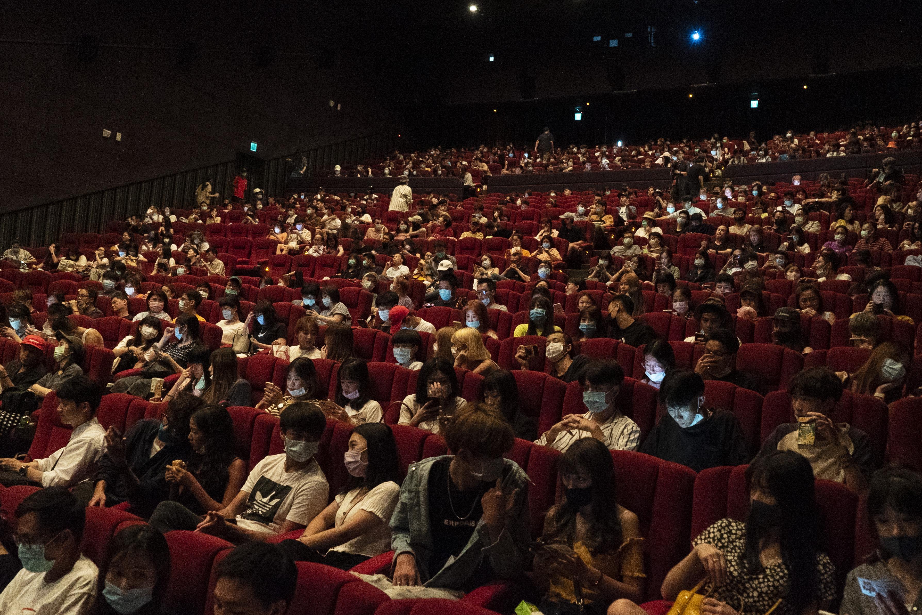 戲院湧現觀影人潮