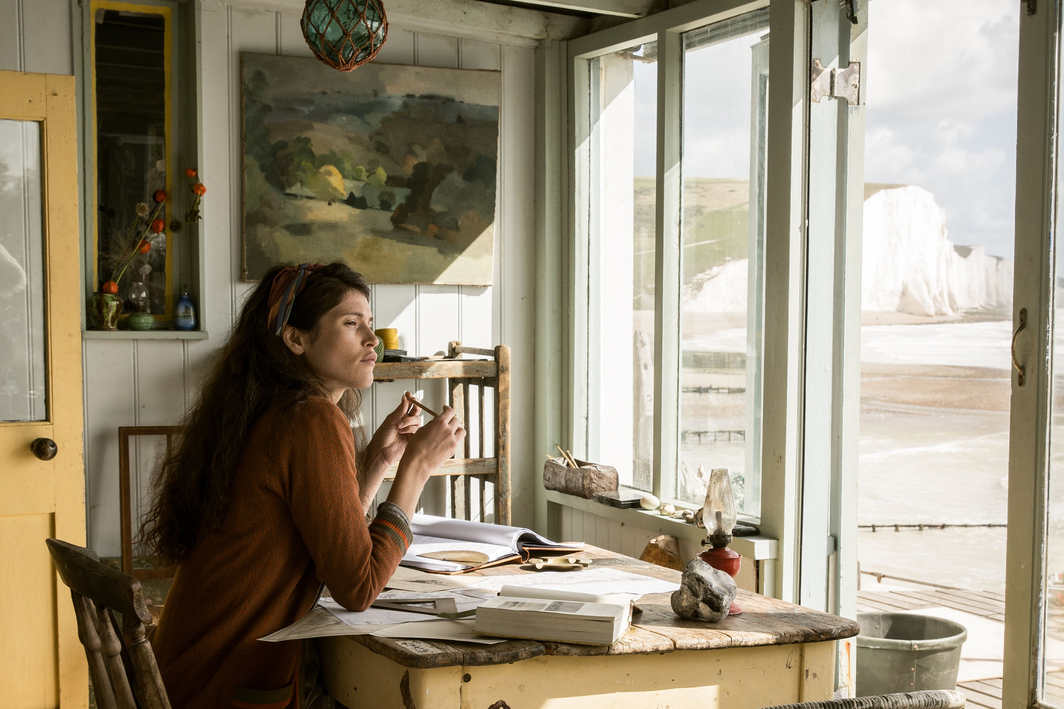 《戀夏時光》劇照02  潔瑪雅特頓入住綺拉奈特莉《贖罪》浪漫海濱小屋