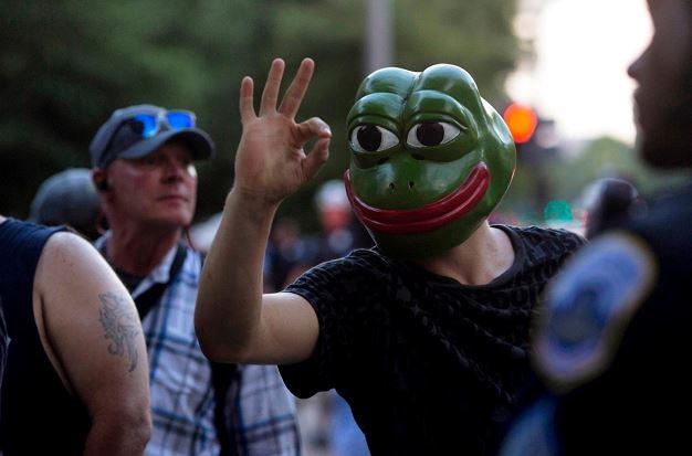 佩佩蛙也是受到影響的迷因之一,原作者甚至發表聲明切割。(圖源:Dave Sander/New York Times)