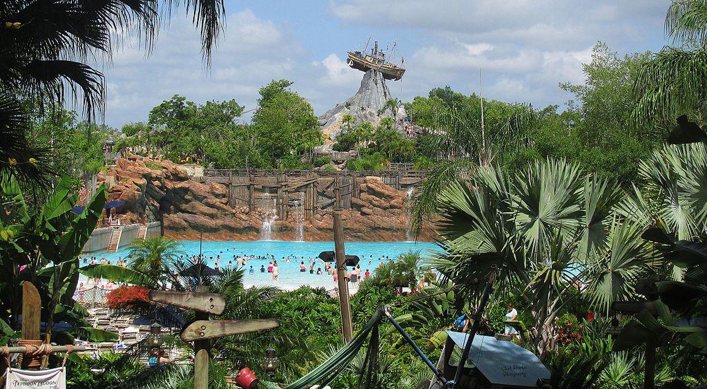 颱風湖的「五月山」(Photo by Chad Sparkes from Kissimmee,Florida, United States, License: CC BY 2.0, 圖片來源www.flickr.com/photos/chad_sparkes/17875664772)