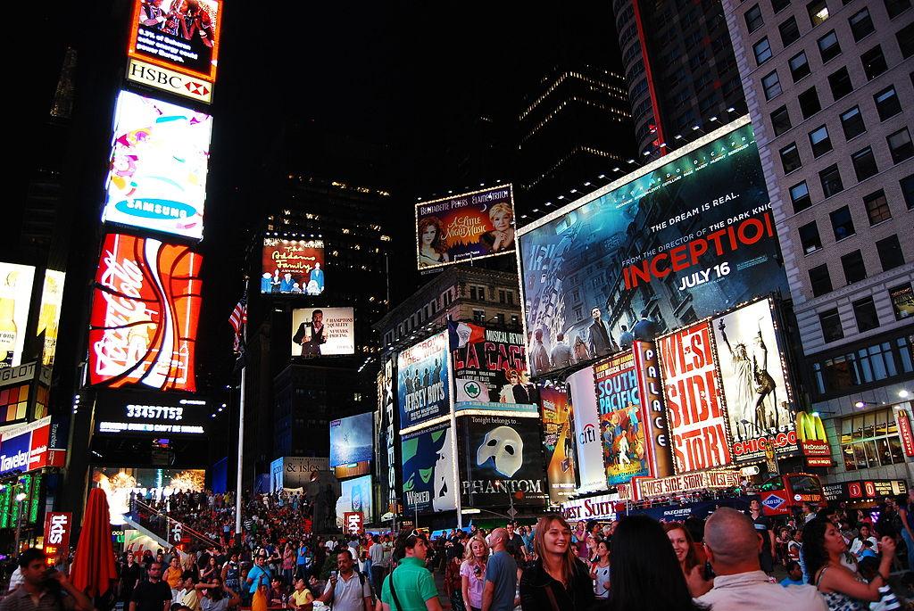 時報廣場 (Photo by Beraldo Leal from Natal / RN, Brazil, License: CC BY 2.0, 圖片來源commons.wikimedia.org/wiki/File:Times_Square_-_Manhattan_-_New_York_City_(4855504850).jpg)