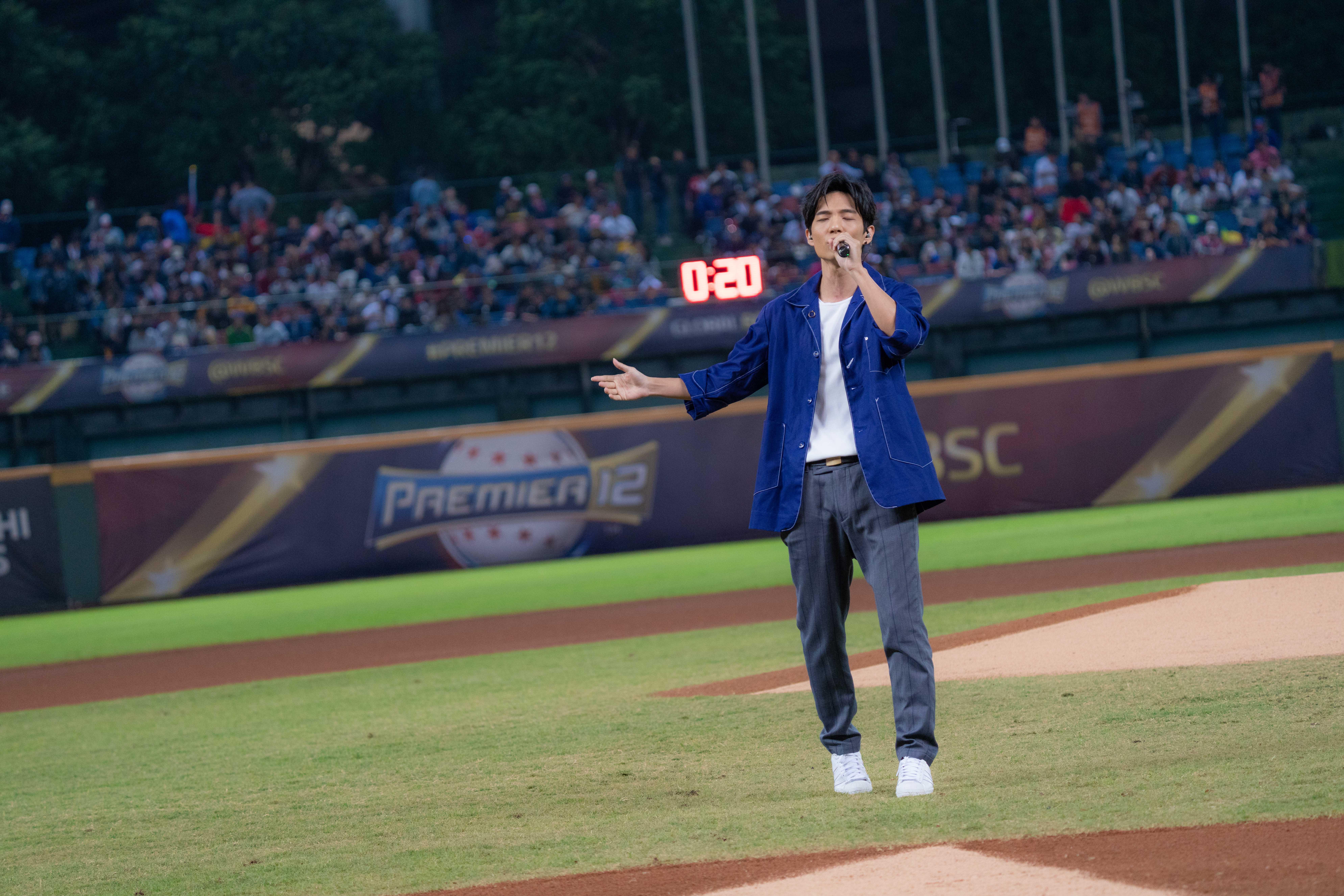 ▲黃奕儒曾受邀為世界十二強的中華隊量身打造應援曲《鬥陣》,這也是他第一次以歌手身份與體壇跨界合作。
