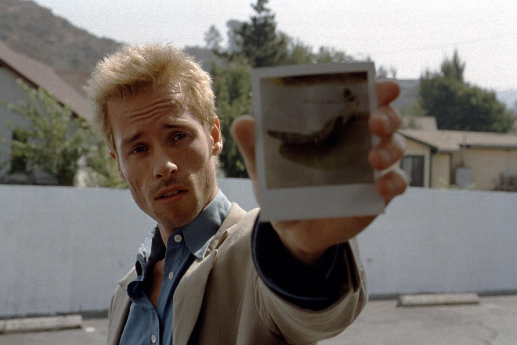 本片將會以原版倒敘版重返大銀幕,圖為男主角蓋皮爾斯