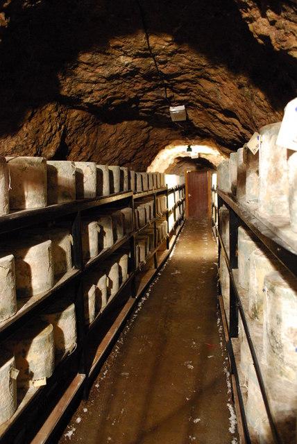 伍基洞洞窟 (Photo by william, License: CC BY 2.0, 圖片來源www.geograph.org.uk/photo/1250485)