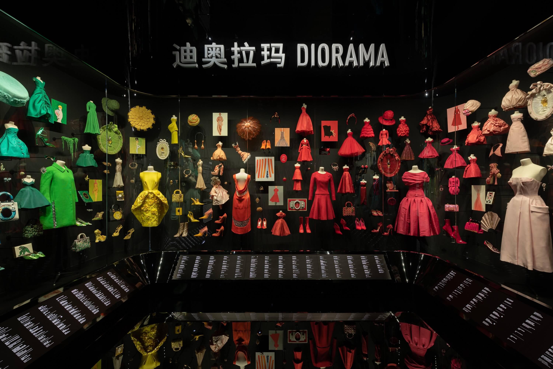 上海《Christian Dior:夢之設計師》特展展品包括超過275套高級訂製服、時尚插畫大師René Gruau與Christian Bérard的畫作