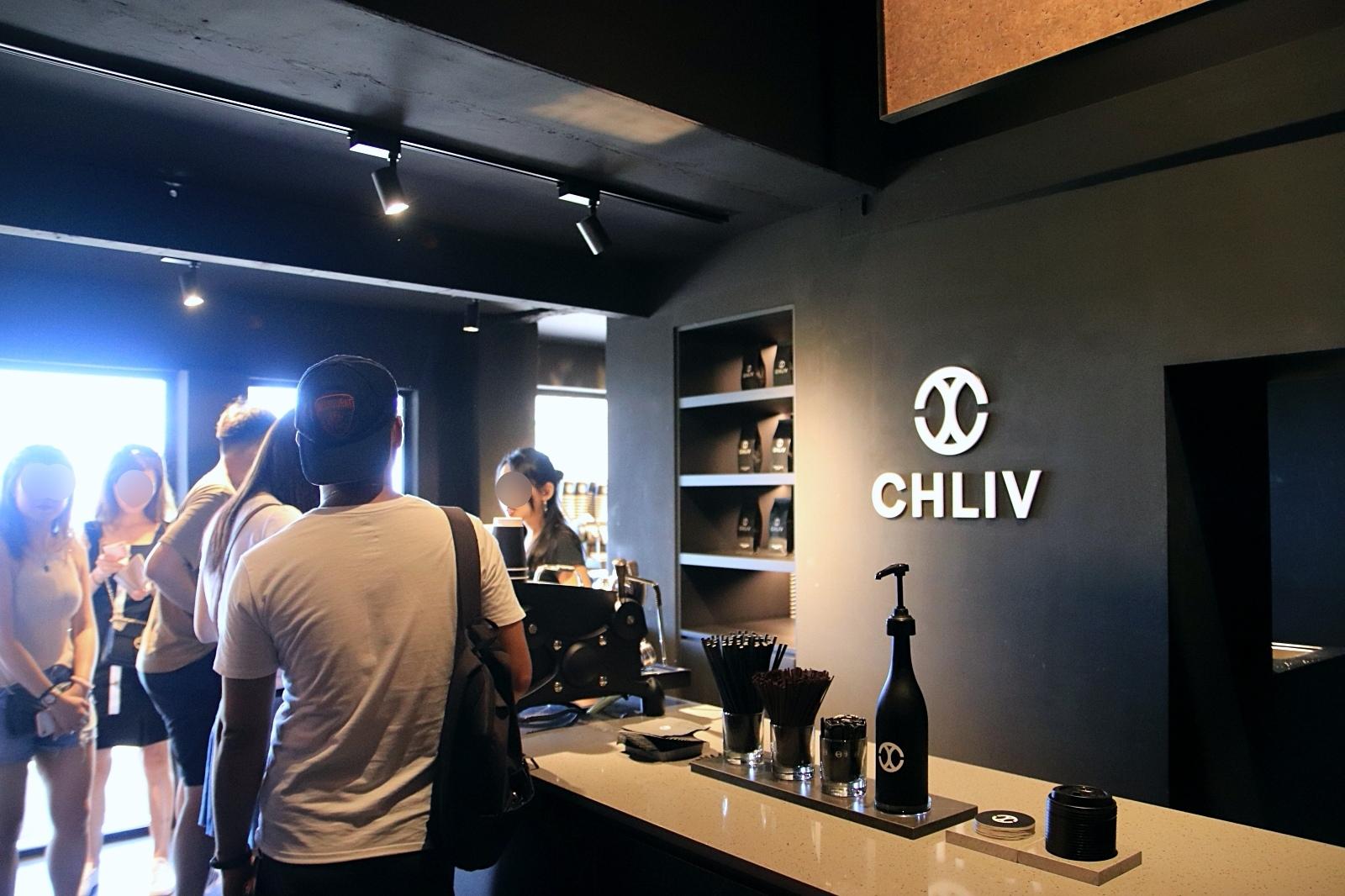 九份山城裡的黑色系咖啡館 CHLIV Jiufen