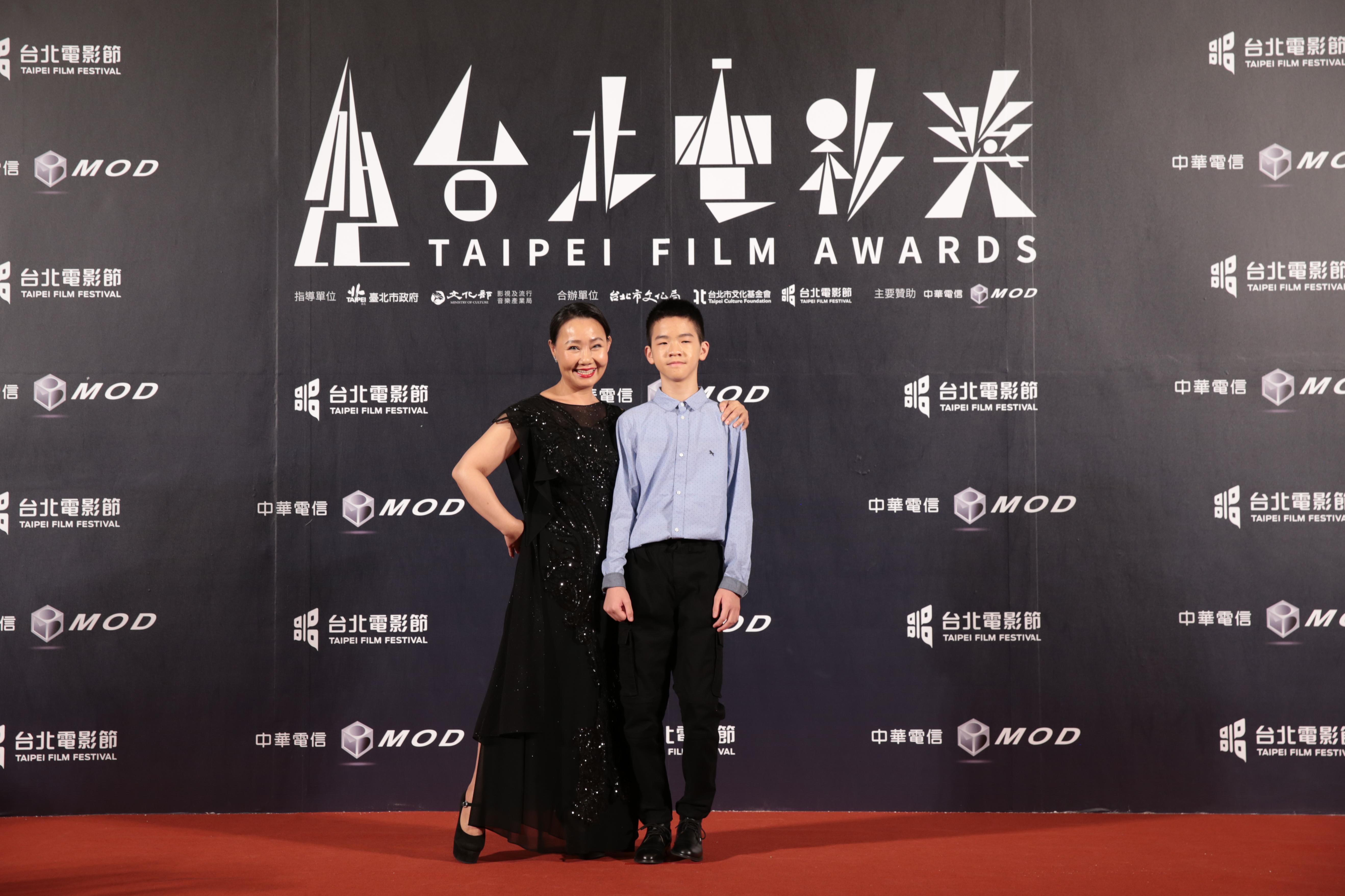 《那個我最親愛的陌生人》女主角呂雪鳳、男配角李英銓。
