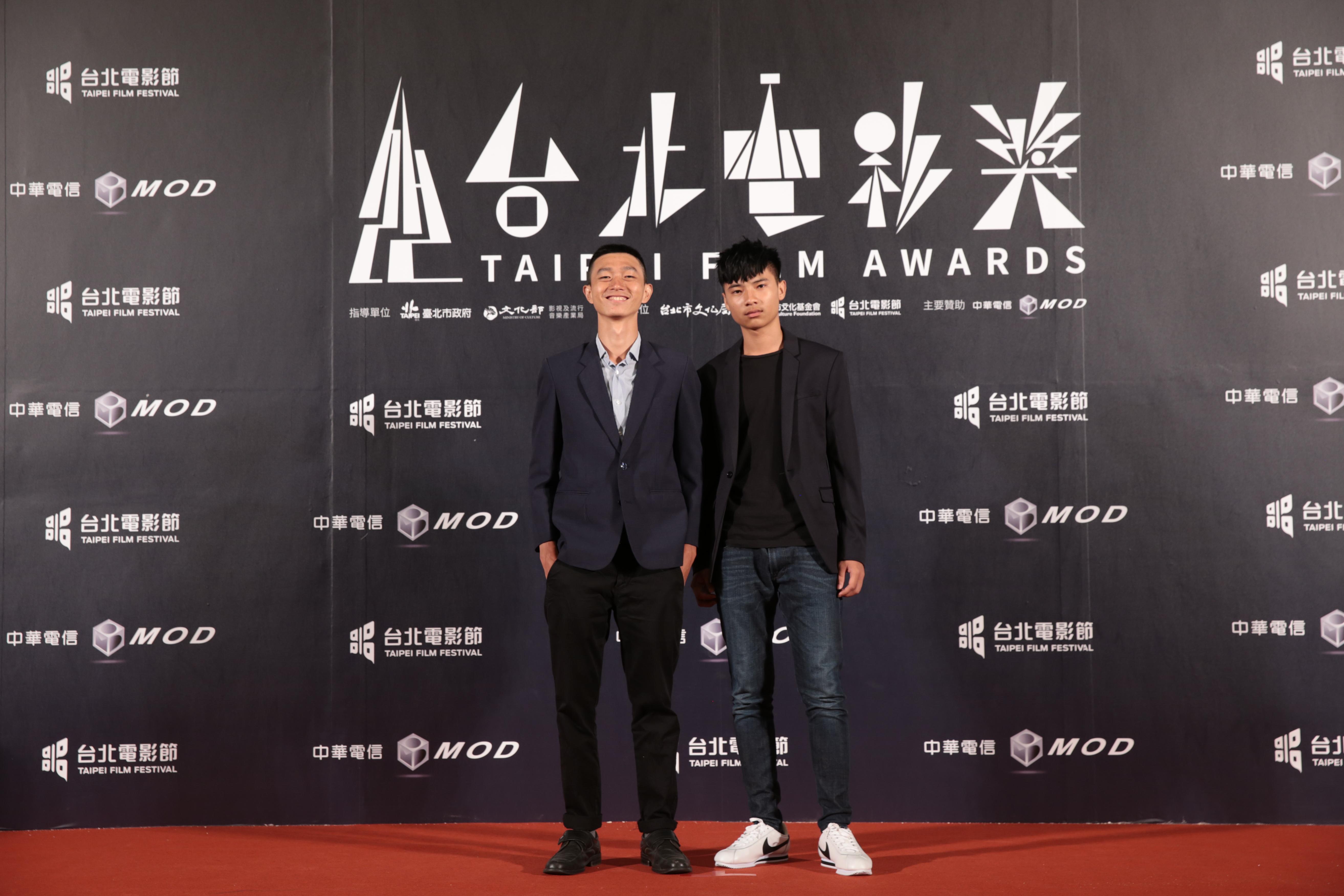 短片《主管再見》劇組人員,左起導演林亞佑、演員李曆融。