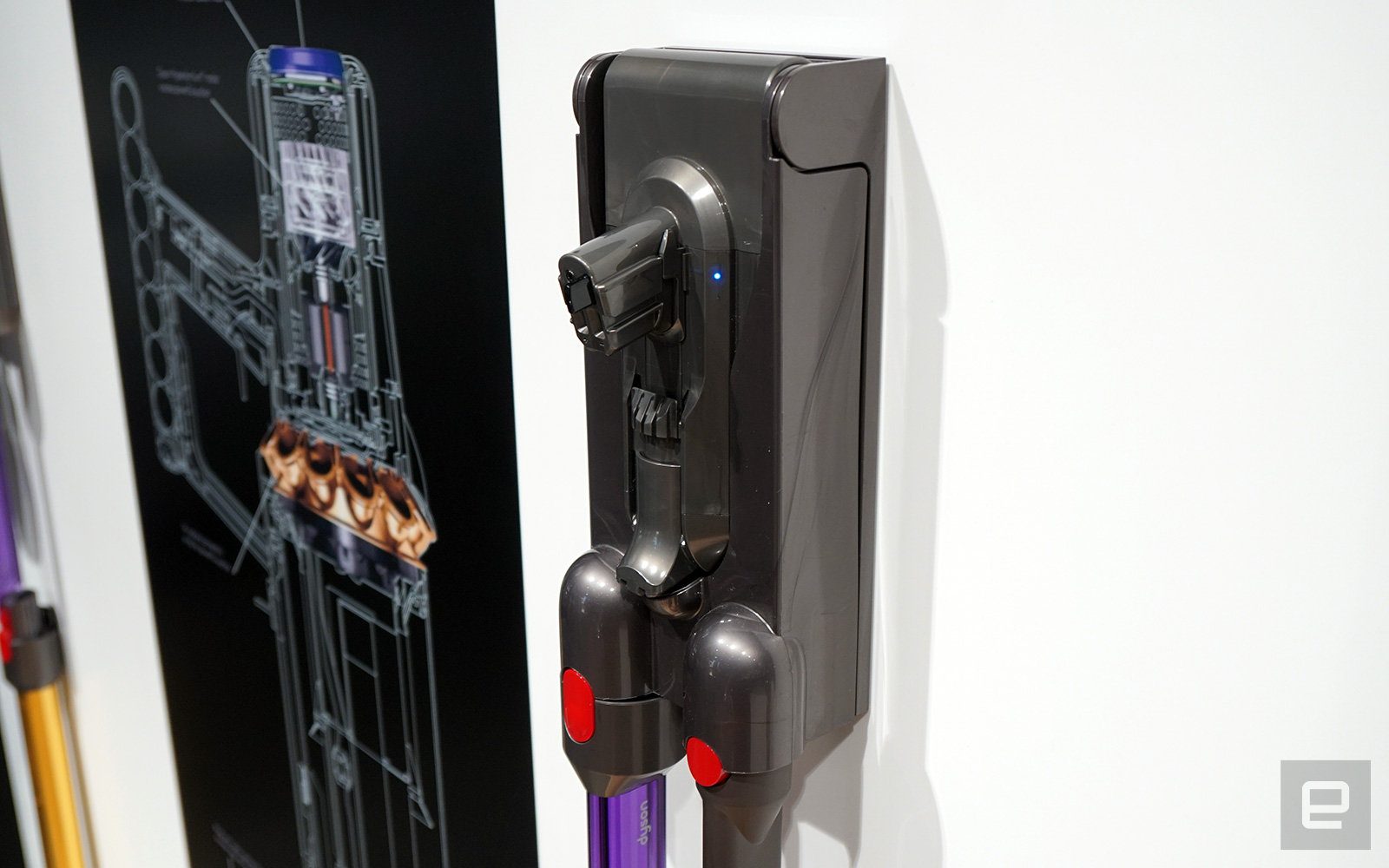 可替換電池可以獨立充電。