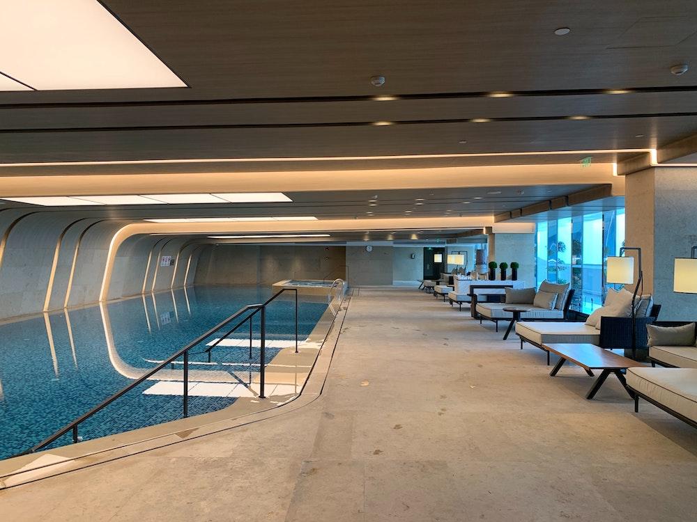 ▲泳池維護成本偏高,沒有考慮到社區規模就規劃,很容易變成蚊子公設。(圖片提供:鉅陞建設)