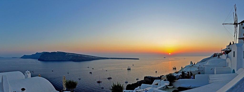 聖托里尼島 (Photo by Sidvics, License: CC BY-SA 4.0, Wikimedia Commons提供)