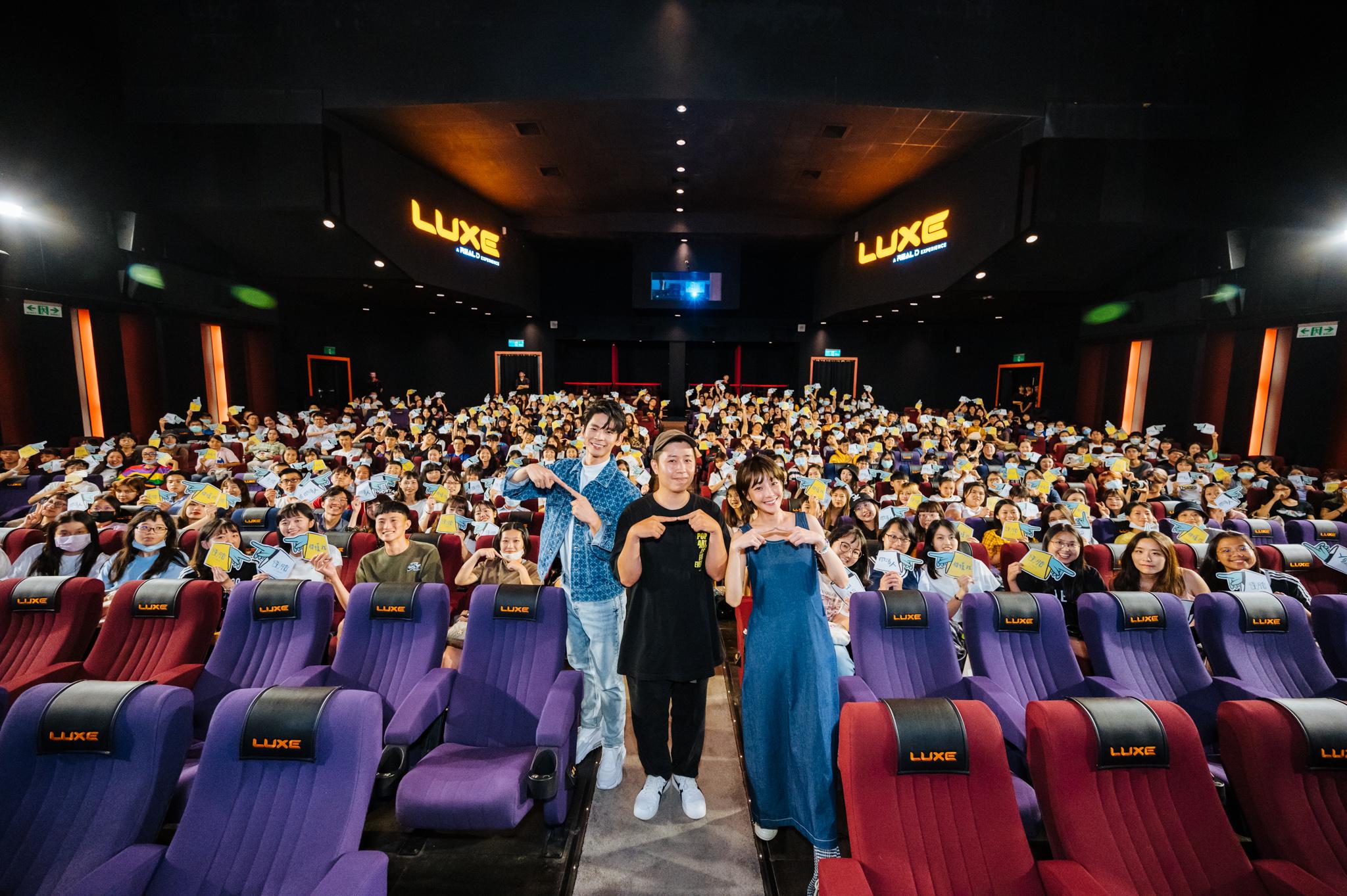 《怪胎》影人團隊開心與近400名學生合影