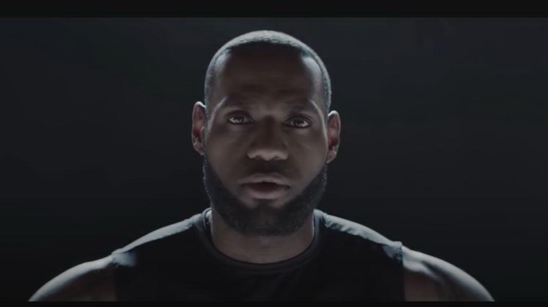 圖/通用汽車日前釋出旗下首款悍馬電動皮卡與SUV的宣傳影片,影片一開始就由NBA球星Lebron James開場。