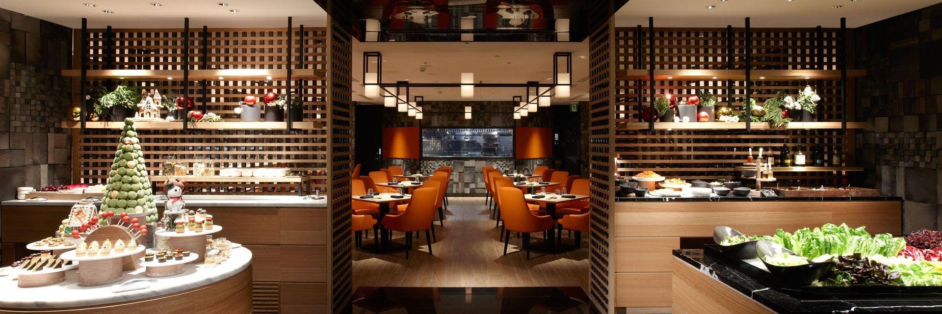 ROBIN'S 牛排屋為主餐搭配沙拉吧形式,主打炭烤牛排和海鮮。