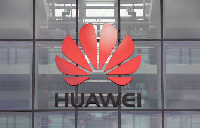 Huawei logo is pictured on the headquarters building in Reading, Britain July 14, 2020. REUTERS/Matthew Childs - RC2ZSH9VQSUS