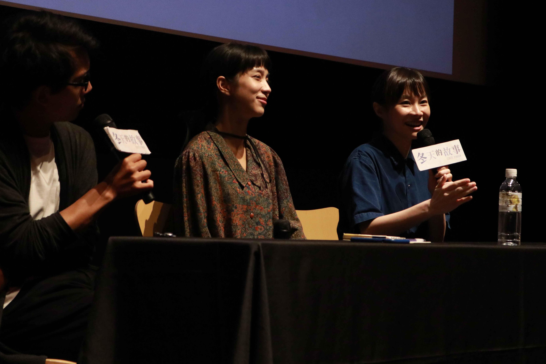 鄭宜農(右1)表示:「我很喜歡侯麥作品中,遊走於真實和設計的東西,那是一件很浪漫的事情!」