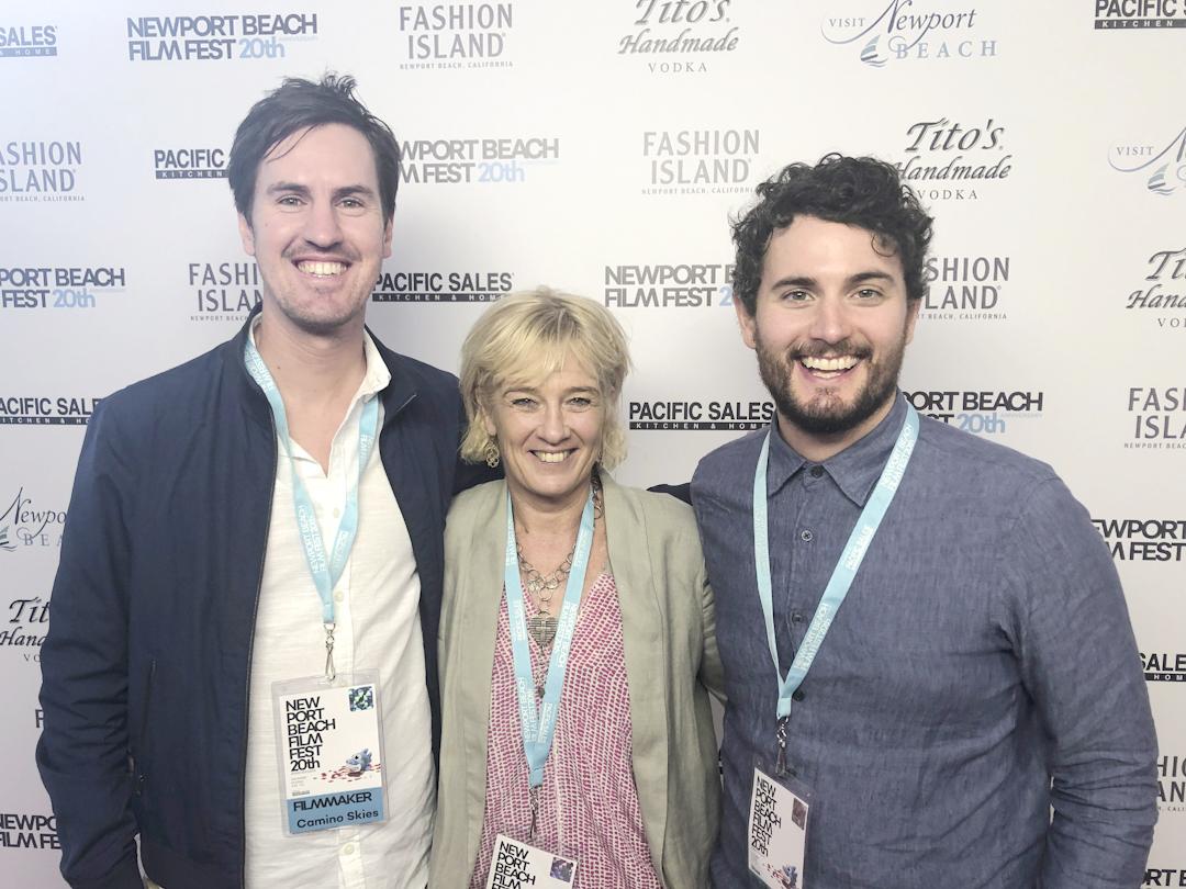茱莉查里菲(Julie Zarifeh)與《聖雅各的天空》導演諾爾史密斯(Noel Smyth, 右)、弗格斯格雷迪(Fergus Grady)出席影展