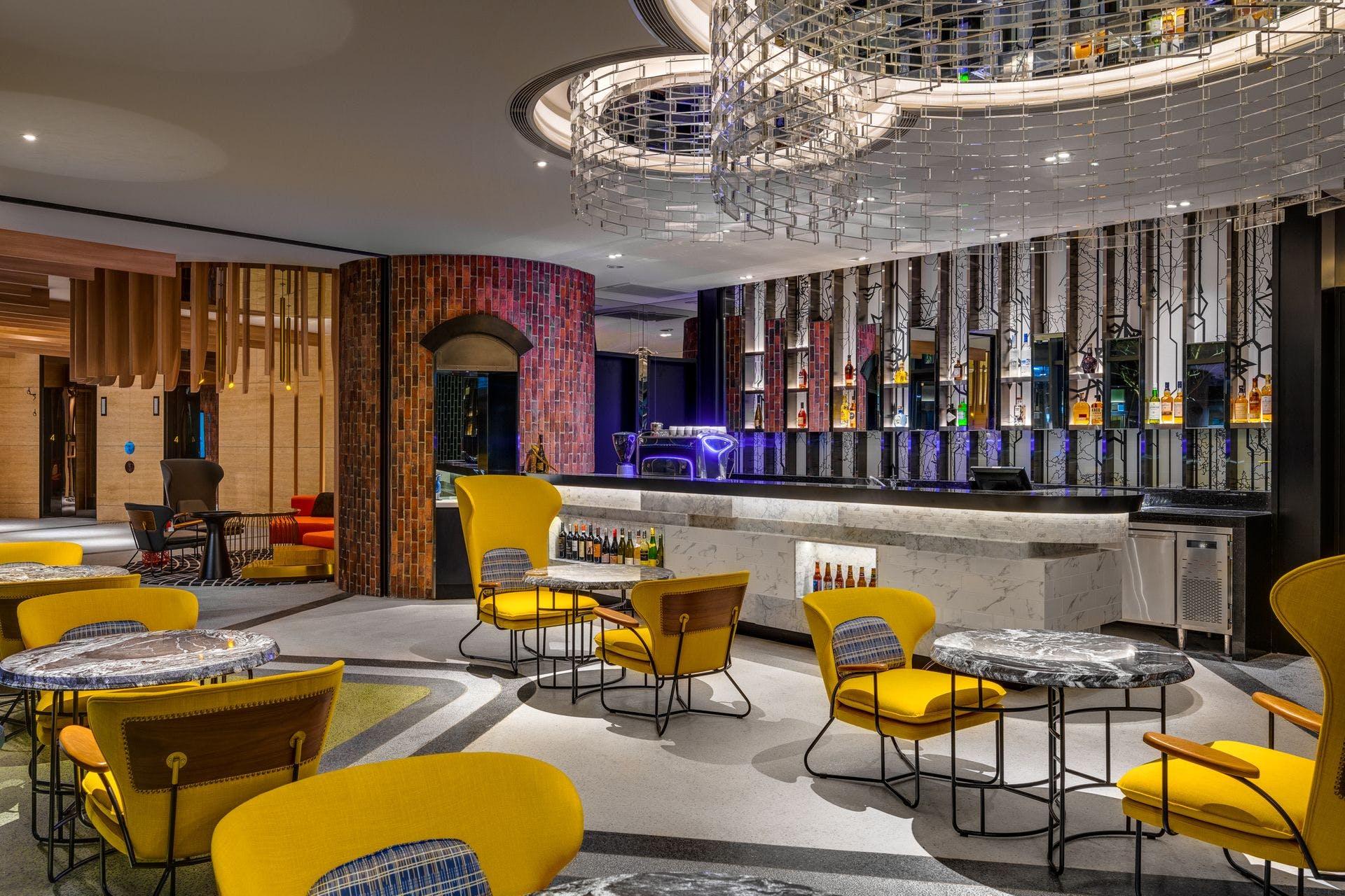 英迪格酒店座落大直植福路上,圓弧外型相當吸睛。